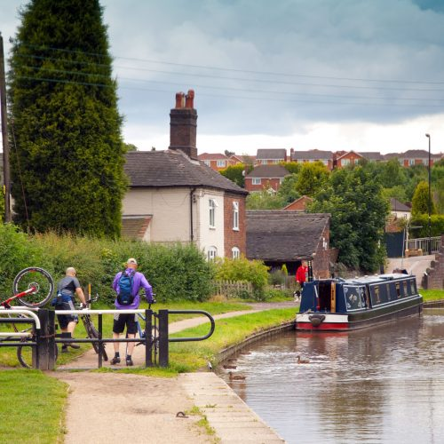 Cyclists on the Coventry Canal at Polesworth